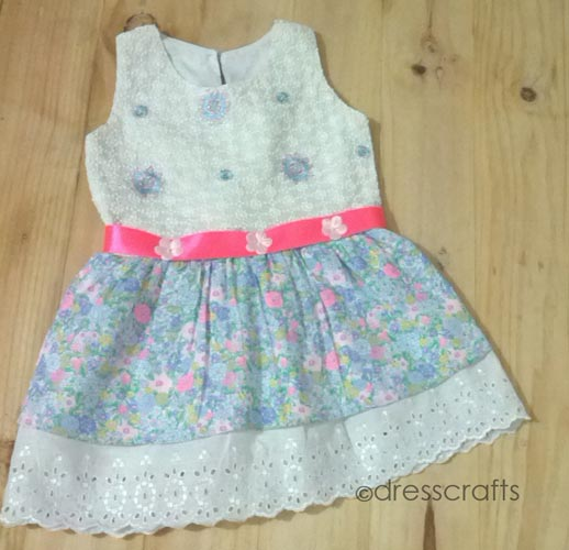 SIMPLE BABY DRESS WITH EMBROIDED LACE