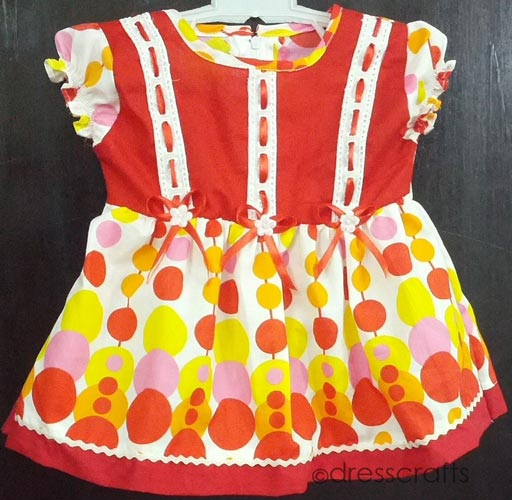 SIMPLE BABY DRESS WITH EYELET RIBBON PASS LACE